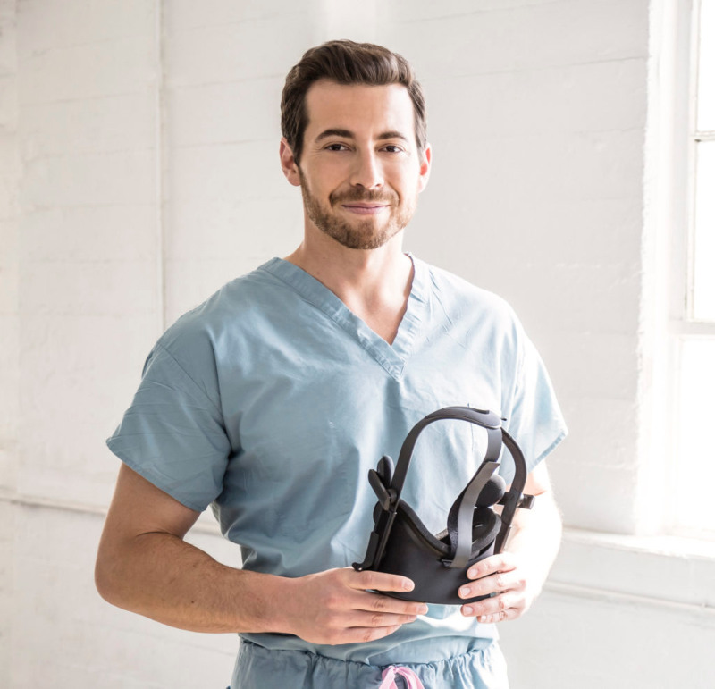 a photo of Dr. Justin Barad, orthopedic surgeon and co-founder of Osso VR